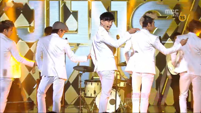 "Park Jung Min Performs ""Beautiful"" for Music Core Comeback"