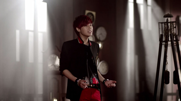 "Infinite's Kim Sung Kyu Releases Solo Debut MV ""60 Seconds"""