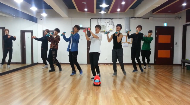 """A-JAX Reveals Funny """"Dumbbell Ver."""" Dance Practice for """"2MYX"""""""