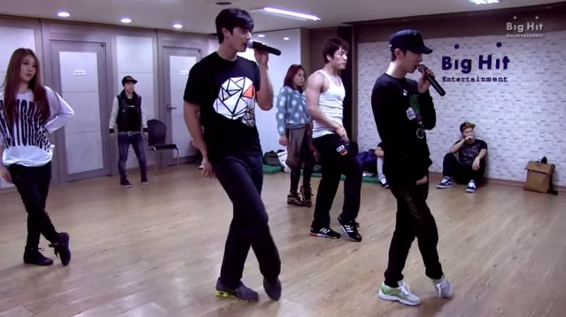 "2AM Releases Dance Practice Clip of SISTAR's ""Alone"""