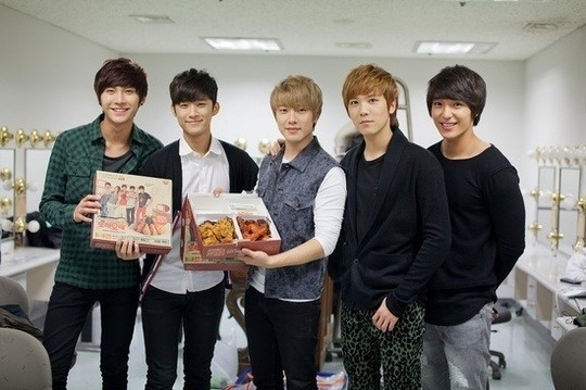 FT Island Gives 100 High School Seniors Post-Exam Gifts