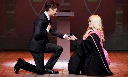 """Girls' Generation's Jessica & Tim's Rehearsal Pictures for """"Legally Blonde"""""""