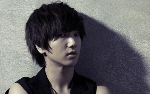Super Junior's Yesung Shares Another Photo With His Handsome Younger Brother