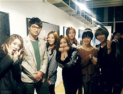 Dal Shabet Poses With Baseball Player Park Chan Ho