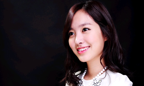 """Five Fingers"" Jin Se Yeon Becomes Cosmetics Model"