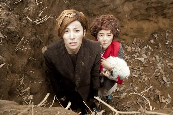 """Full House Take 2's"" Hwang Jung Eum and No Min Woo Get Close For Selca"