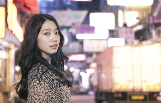 Park Shin Hye Happily Reports First Snow Sighting