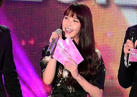 IU Calmly Emcees an Event After the Selca Scandal