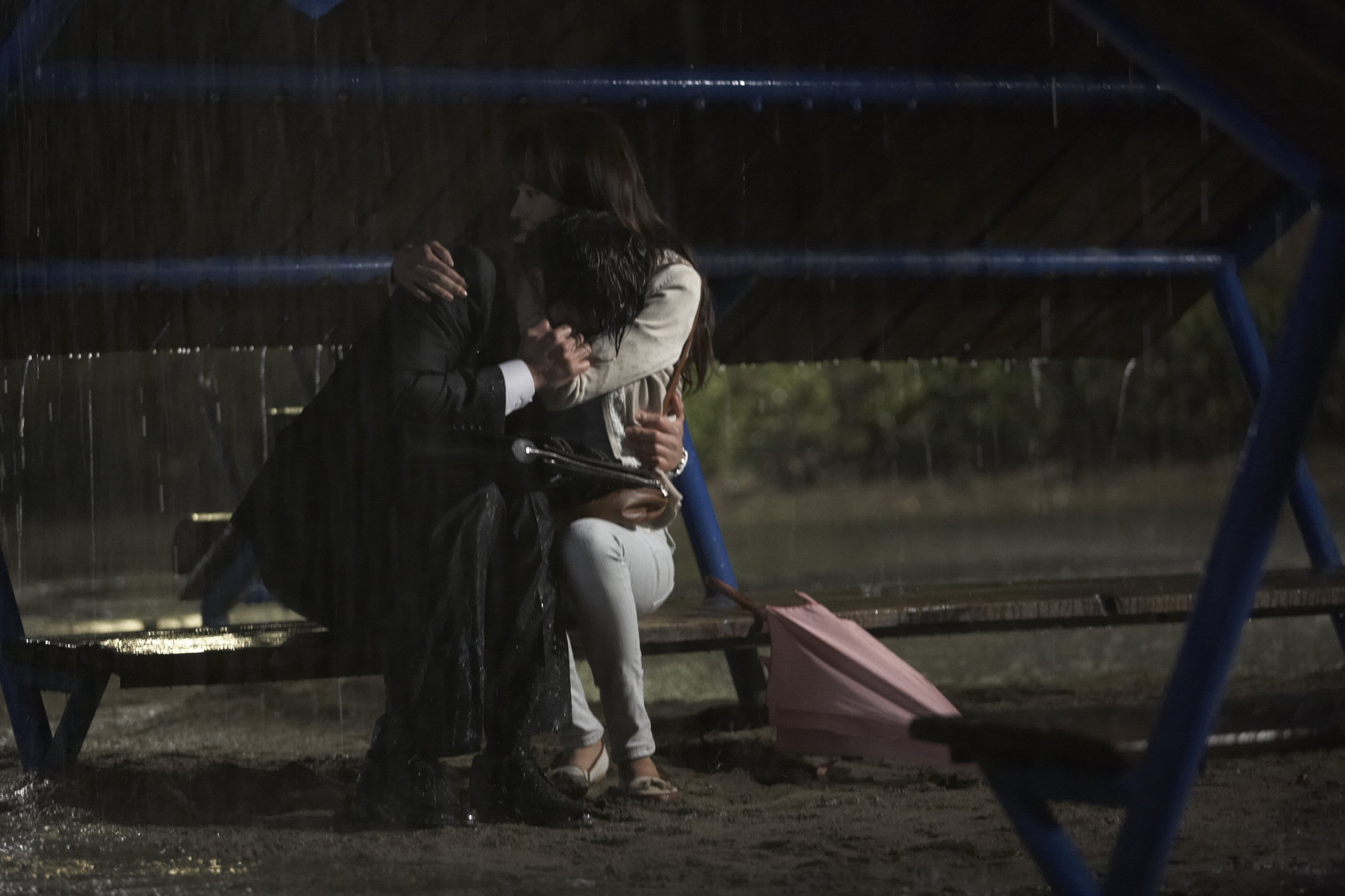 Ji Sung and Kim Ah Joong rain
