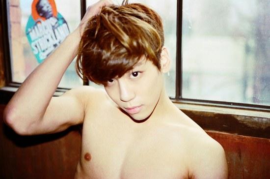 SHINee's Jonghyun Looks Dashing in Selca