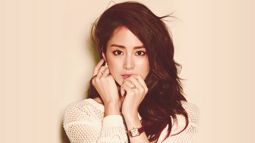 Kim Tae Hee Poses Intimately with an Unknown Man in Her Pre-Debut Photo