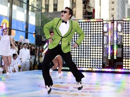 """PSY Enters Top 10 on the American """"AT 40 Chart"""""""