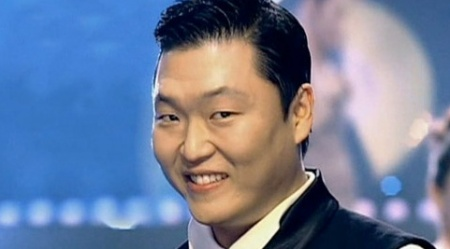 PSY Snaps a Photo with will.i.am