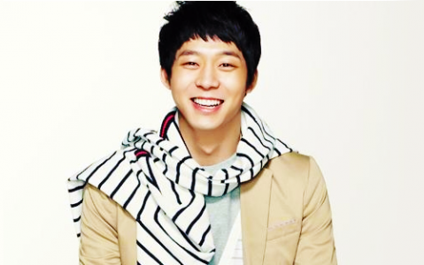 "JYJ's Park Yoo Chun Learns to Knit For ""Save The Children"" Campaign"