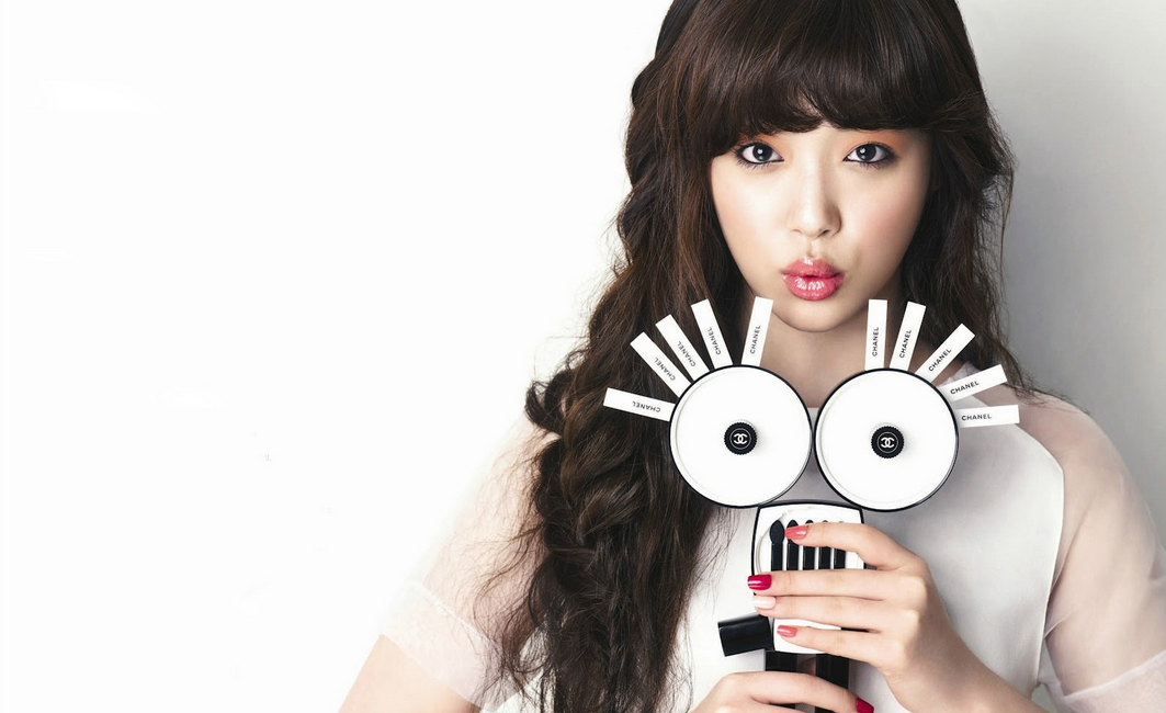 f(x)'s Sulli Shares a Secret with Her Fans!