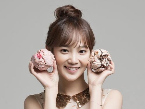 Actress Yoon Seung Ah Endorses German Pastry Schneeballs