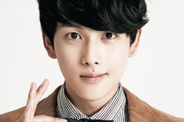ZE:A's Siwan Takes a Dangerous(?) Selca from a Rooftop