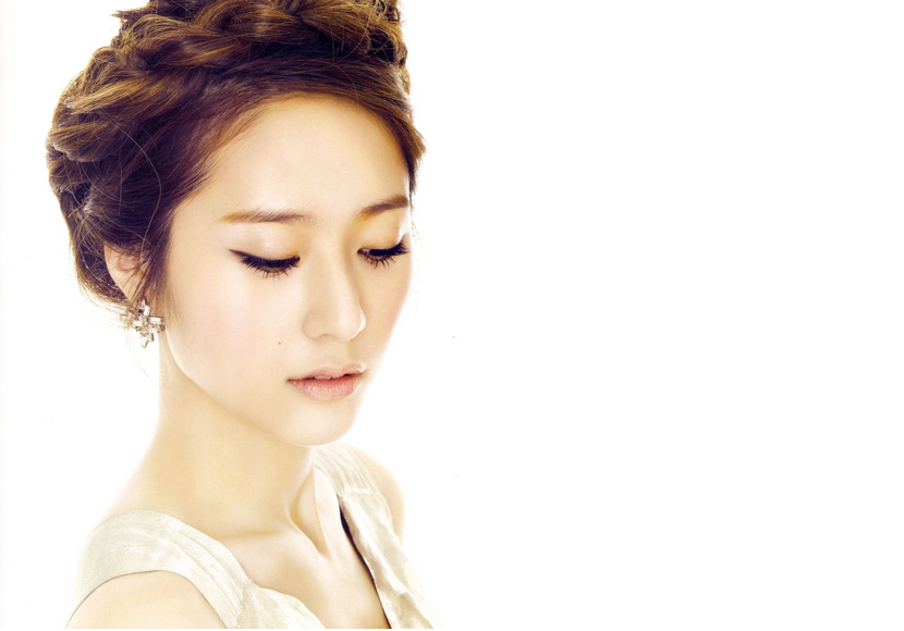 f(x)'s Krystal Awes with Her Natural Beauty