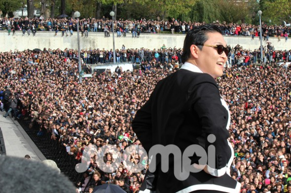 """[Exclusive] Review of PSY's """"Gangnam Style"""" Flashmob!"""