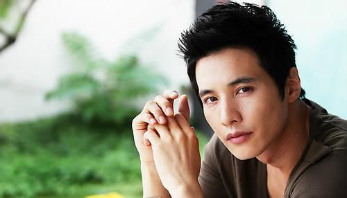 Flawless Actor Won Bin Spotted in Subway Station