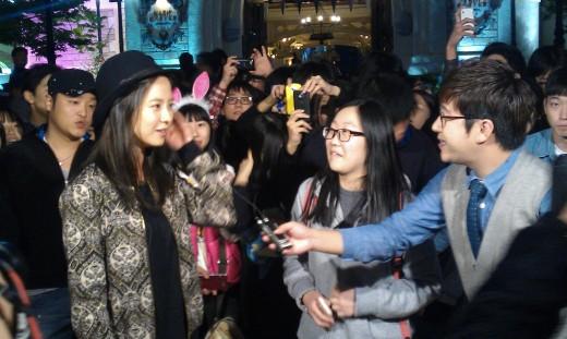 Song Ji Hyo Has Fun On Guerilla Date