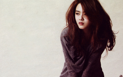 """Go Ara Shows Off Her Amazingly Well Proportioned Body on """"Vogue Girl"""""""