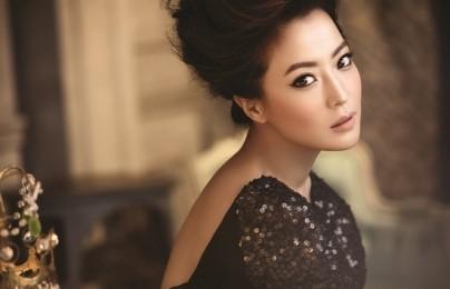 Kim Hee Sun Looks Gorgeous at Cosmopolitan Asian Beauty Awards