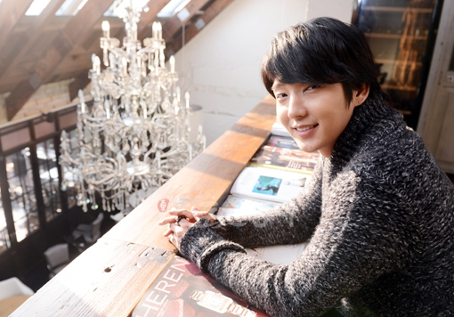 Lee Jun Ki Donates 10 Tons of Rice Received from Fans