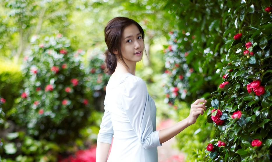 Girls' Generation's YoonA Looks Picture Perfect In Graduation Photos