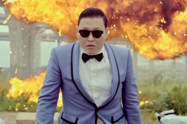 "PSY Wins MTV's ""Europe Music Awards"""
