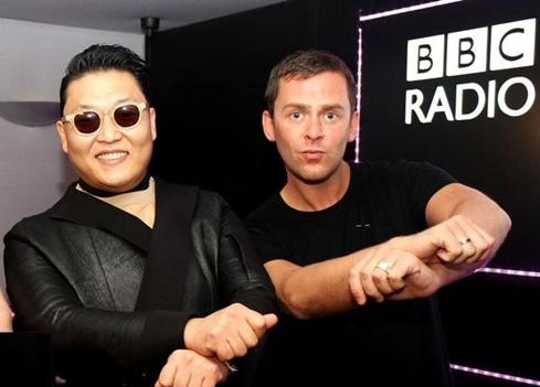 PSY Snaps Shot with Scott Mills to Celebrate #1 Spot in UK