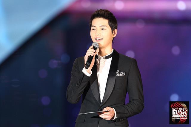 Song Joong Ki Tells Fans To Stop Watching His Movie?