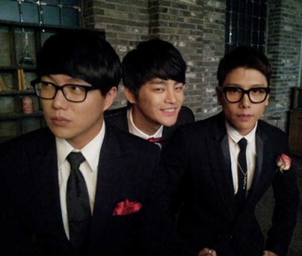 Sung Si Kyung, Park Hyo Shin & Seo In Guk Team Up for Christmas Collaboration