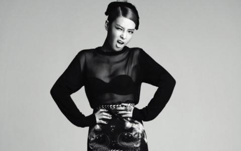 Wonder Girls' Yubin Smears On Some Red Lipstick