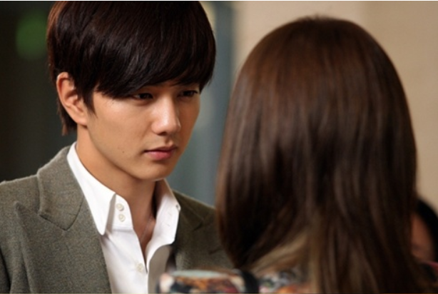 Yoo Seung Ho Looks Dreamy In Drama -4994