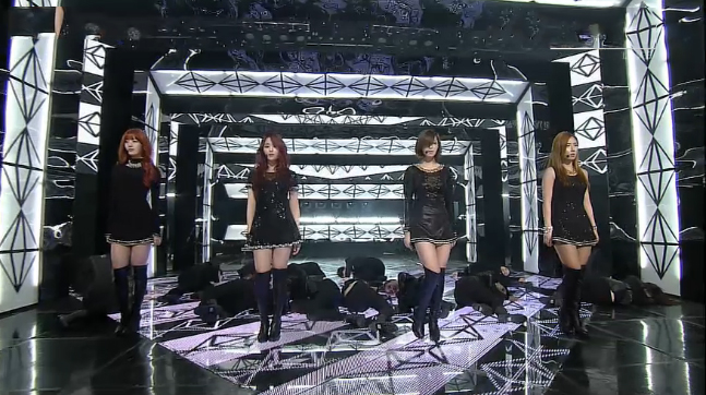 "Secret Performs ""Talk That"" for Inkigayo Comeback"