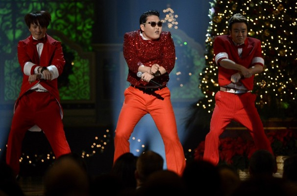 PSY Performs at White House and Meets President Obama Despite Anti-American Controversy