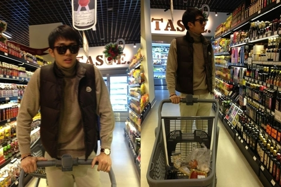 2AM's Seulong Goes Grocery Shopping for His Christmas Party