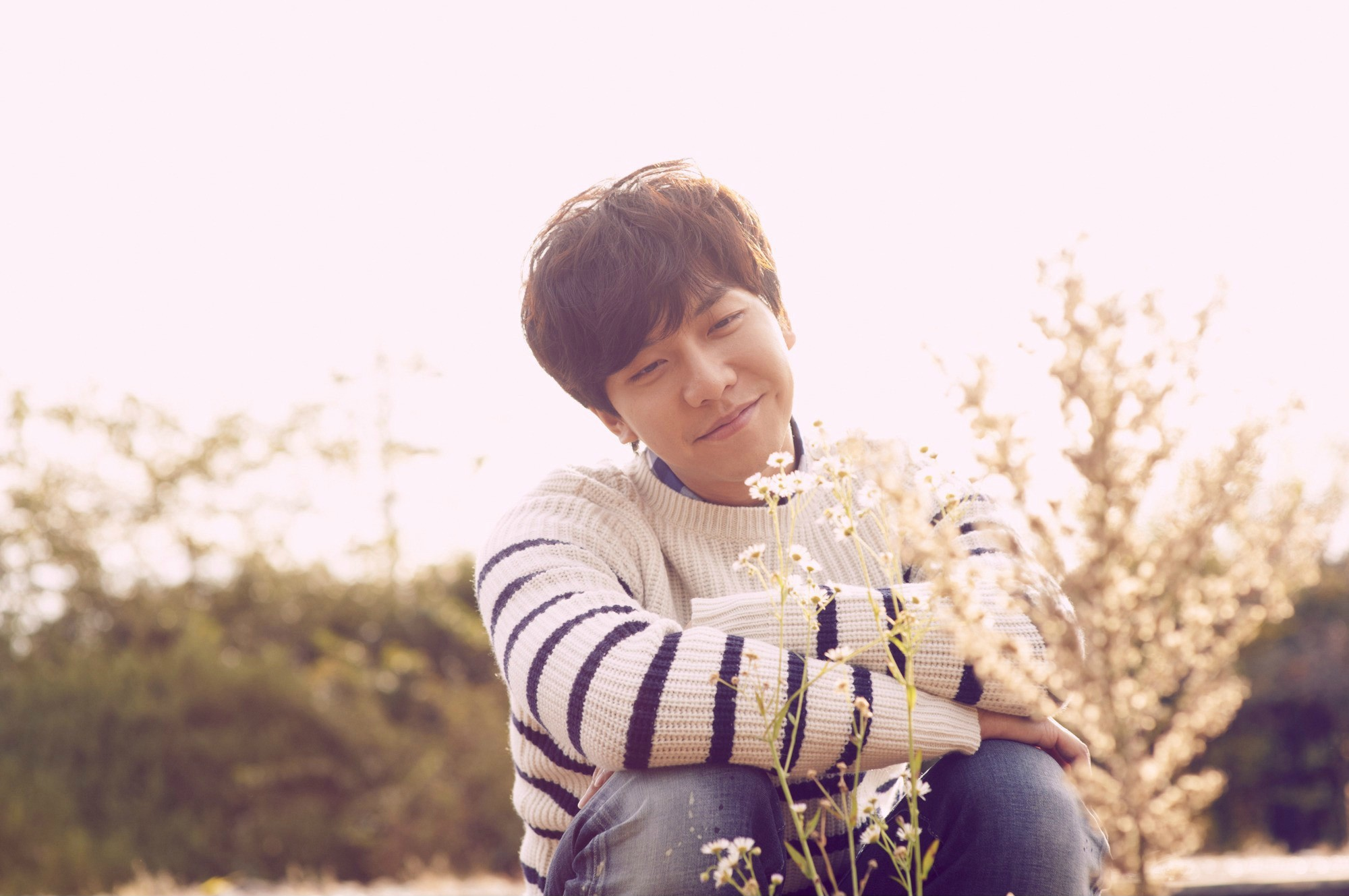 """Lee Seung Gi Wants to """"Invite"""" You in Latest MV"""