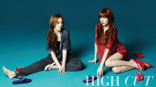 Girls' Generation's Taeyeon and Tiffany Enjoy Cotton Candy