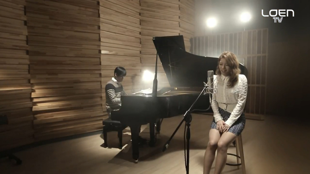 "Ailee Reveals Live Performance of ""My Grown Up Christmas List"""