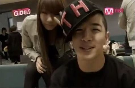 Taeyang and CL are Comical YG Siblings in Latest Selca