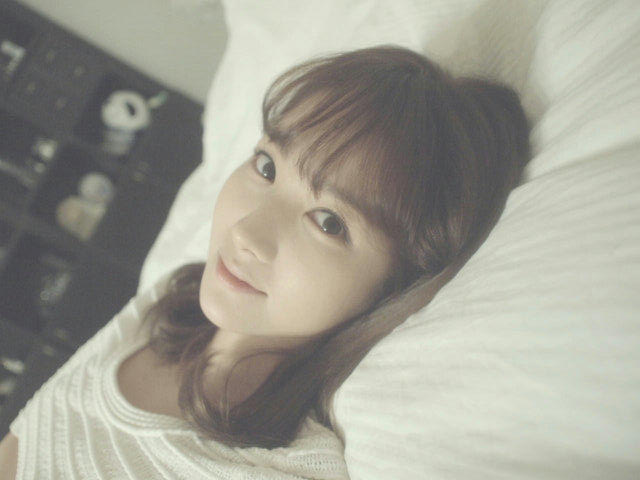 Park Min Young Takes Selca Picture in Bed