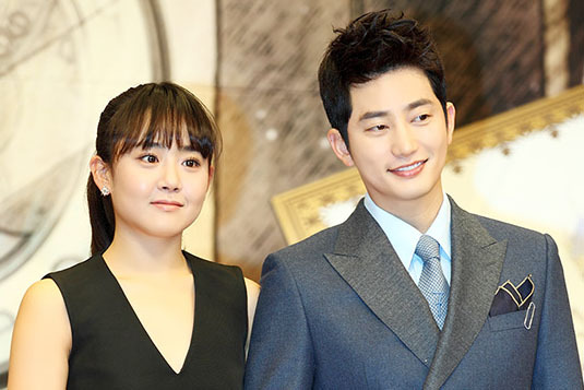 Are Park Shi Hoo and Moon Geun Young Getting Too Friendly?
