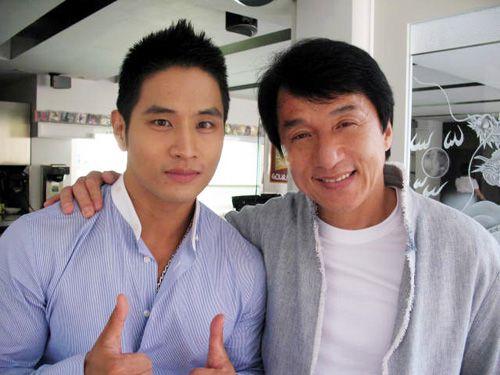 Yoo Seung Jun Snaps a Photo with PSY at 2012 MAMA