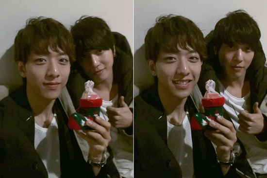 CNBlue's Jung Yong Hwa and Lee Jung Shin Take Christmas Selca Together