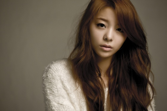 "Ailee Surprises Korean and American Soldiers on ""Real Men"""
