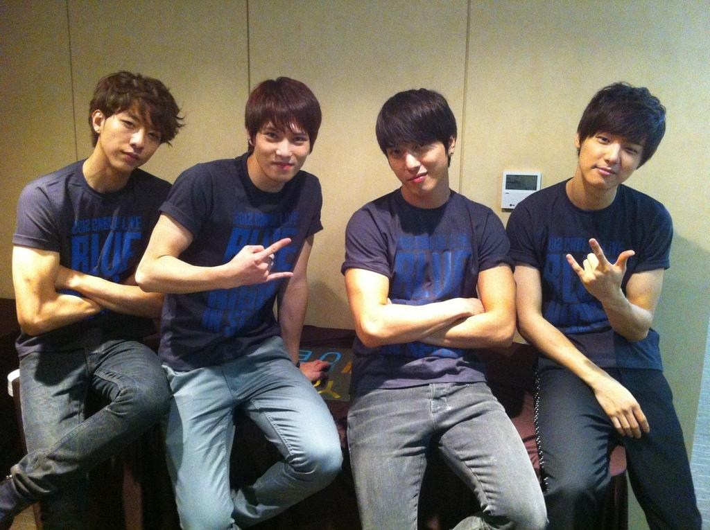 "CNBlue Successfully Wraps ""Blue Night"" Concerts and Will Come Back in January 2013"