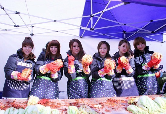 Dal Shabet Participates in Charity Work By Making Kimchi