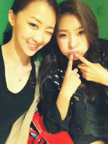 BTS Photos of SISTAR's Bora and Dasom's Luxurious Christmas Pictorial Revealed